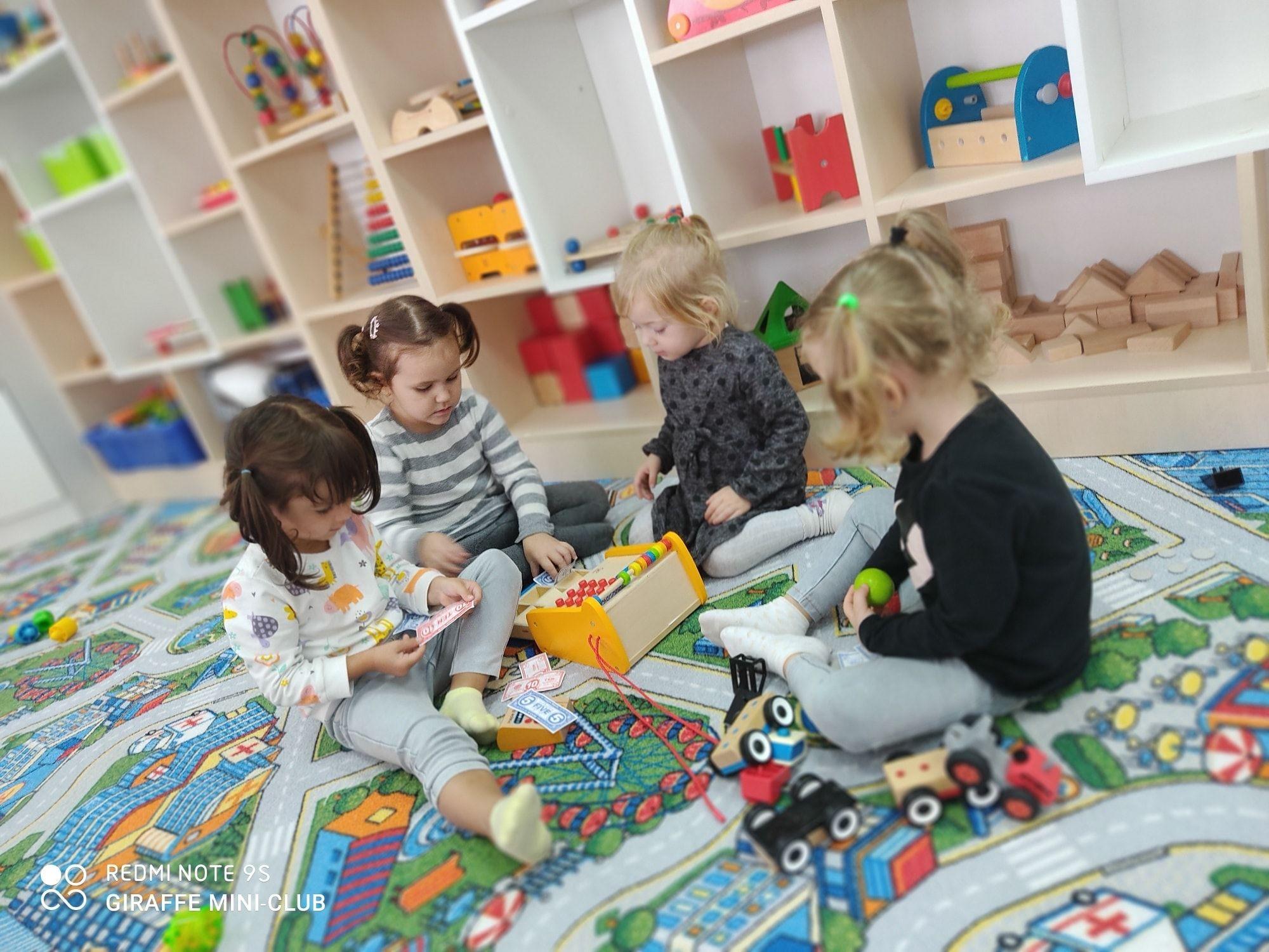 """5 abilități pe care le poate dezvolta copilul frecventând Centrul educațional """"Giraffe"""""""
